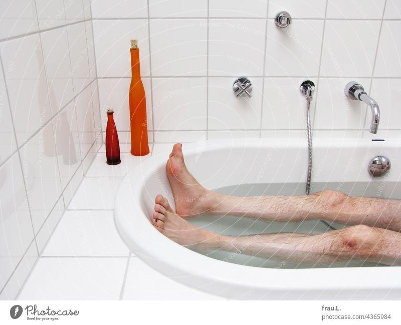 Lying in the bathtub Man bathe Bathtub Legs Relaxation Water Clean Personal hygiene bathroom Wellness