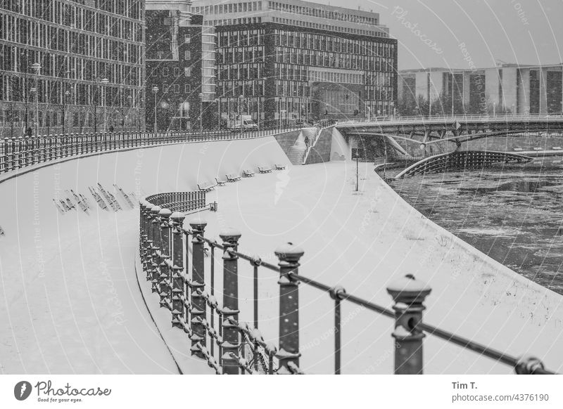 Snow lies in the government quarter on the banks of the Spree River Berlin Seat of government b/w Winter Architecture Capital city Germany Spreebogen Deserted