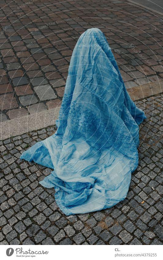 pollerburka Bollard Blanket Cloth concealment Rag quaint Street Burka Whimsical Cobblestones Blue Discovery