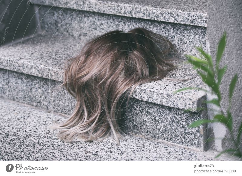 How much hair loss is actually normal...? Here are a lot of hairs on the stairs Hair and hairstyles Hair loss Wig Stairs Lie Doomed found Whimsical crazy lost