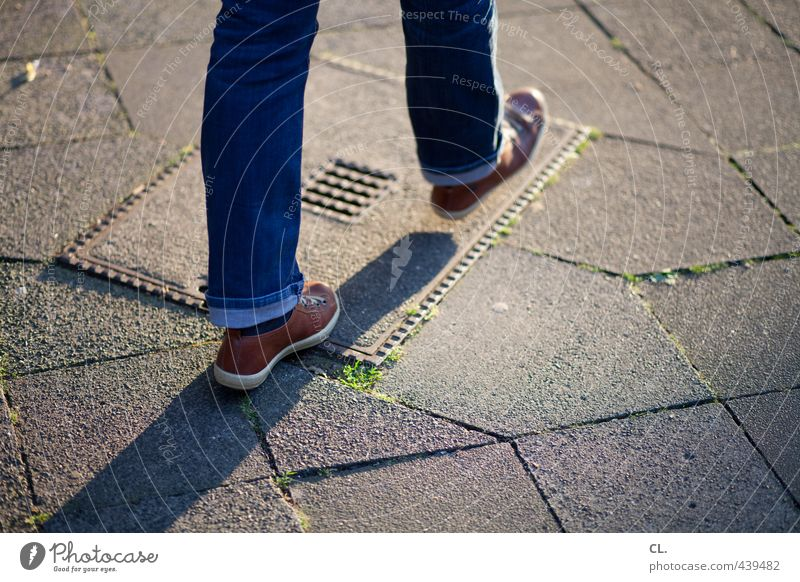 forward gear Human being Youth (Young adults) Legs Feet 1 13 - 18 years Child 18 - 30 years Adults Pants Jeans Footwear Going Walking Movement In transit Street