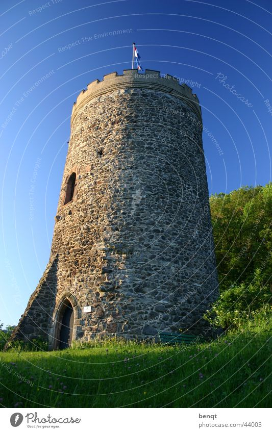 Wall (barrier) Architecture Tower Living or residing Castle Beautiful weather Fortress Knight Black Forest Medieval times Lamb's lettuce Keep Mountain castle