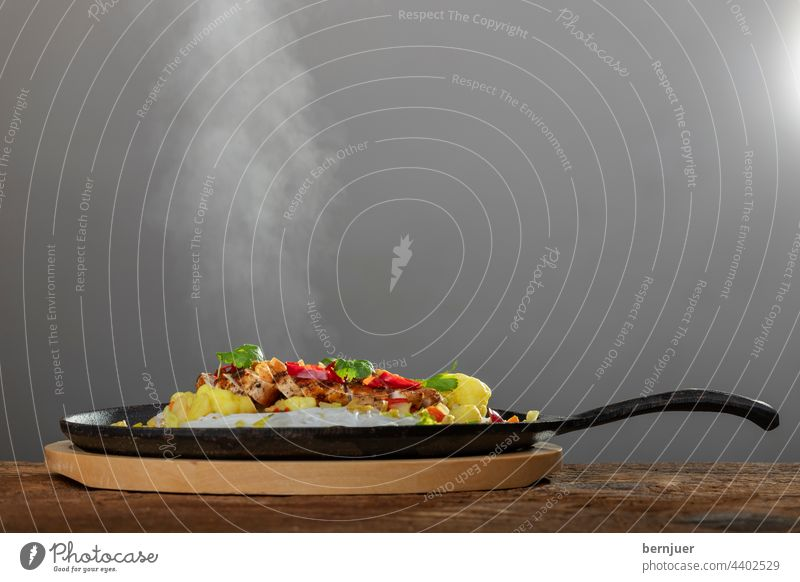 steaming hot sizzler on wood Eating chicken salubriously Smoke Fresh Indian warm Meal Vegetable Gourmet boil Meat Dinner Plate tribunal Kitchen seethed grilled