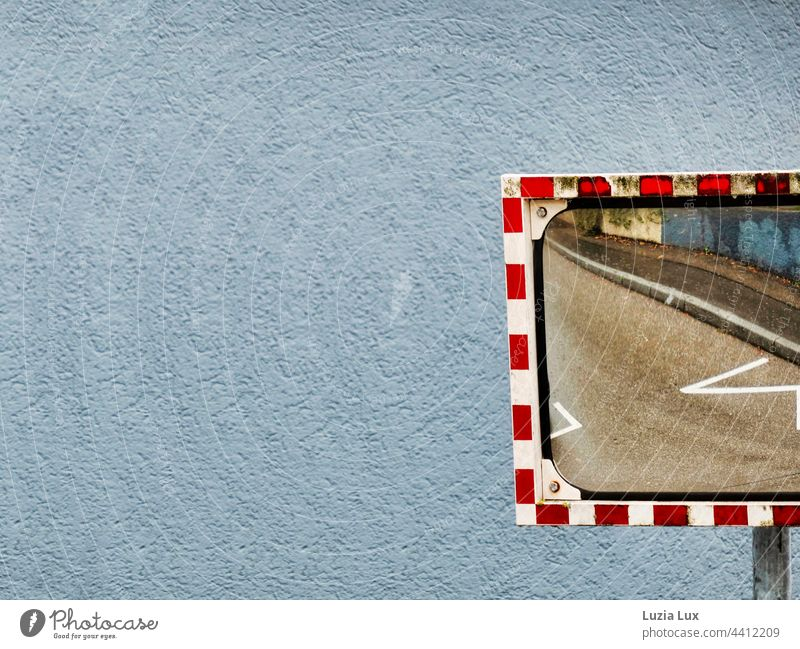 Zickezacke: road markings and pavement reflected in a street mirror with a dirty edge Wall (building) Plaster Rendered facade Zigzag Bitchy Wall (barrier)