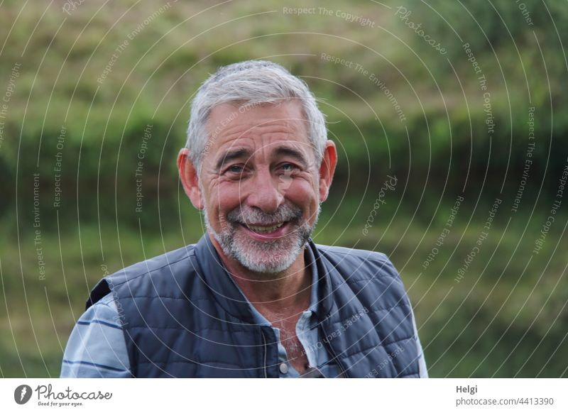 Portrait of a laughing senior citizen with short grey hair and grey beard Human being Man Senior citizen portrait Laughter Friendliness Gray-haired short hair