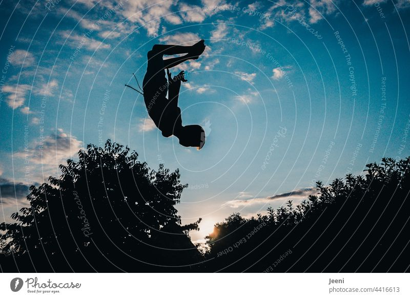 Jump into the sunset Movement Salto Spirited Sunset Sunset sky Swing Dynamic Flying Hover Sky Blue Joy Freedom Sports Dynamics Athletic Sportsperson Action