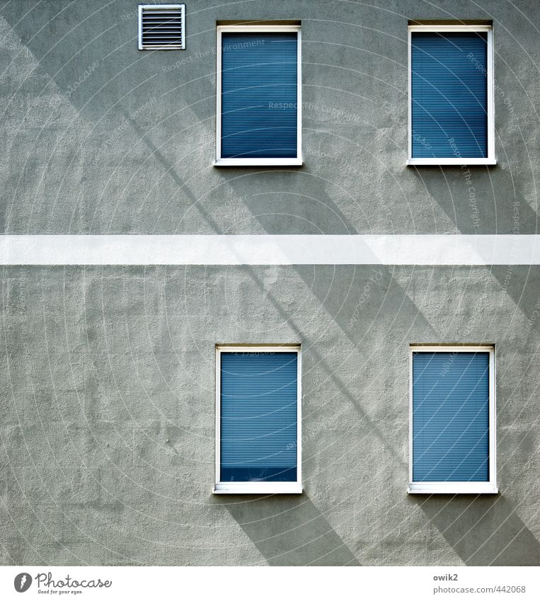 Façade Façade Living or residing Flat (apartment) House (Residential Structure) Wall (barrier) Wall (building) Facade Window Roller blind Venetian blinds Closed