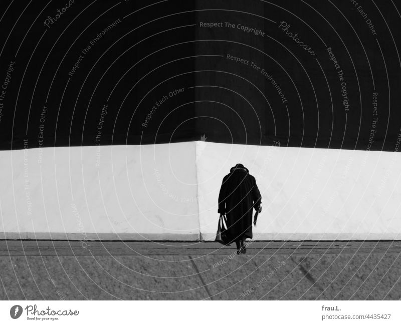 in front of the wall old lady Lonely Old Woman Coat Hat Crooked Handbag Human being on one's own Photomontage Montage Going Wall (building) Museum Newspaper