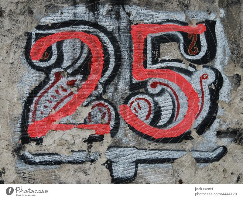 Club number 25 Wall (barrier) Digits and numbers Graffiti Painted Bordered Weathered House number Street art Detail Creativity Subculture 2525 Style Berlin
