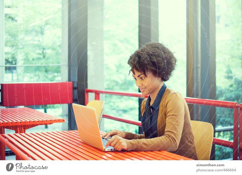 UNI Education Science & Research Adult Education School Study Professional training Apprentice Internship Academic studies University & College student Business
