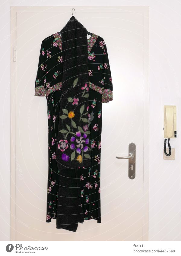 Summer dress with woolen scarf Light switch Intercom system door Clothing Fashion Wall (building) Dress Flowery pattern Scarf empire dress Midi dress Embroidery