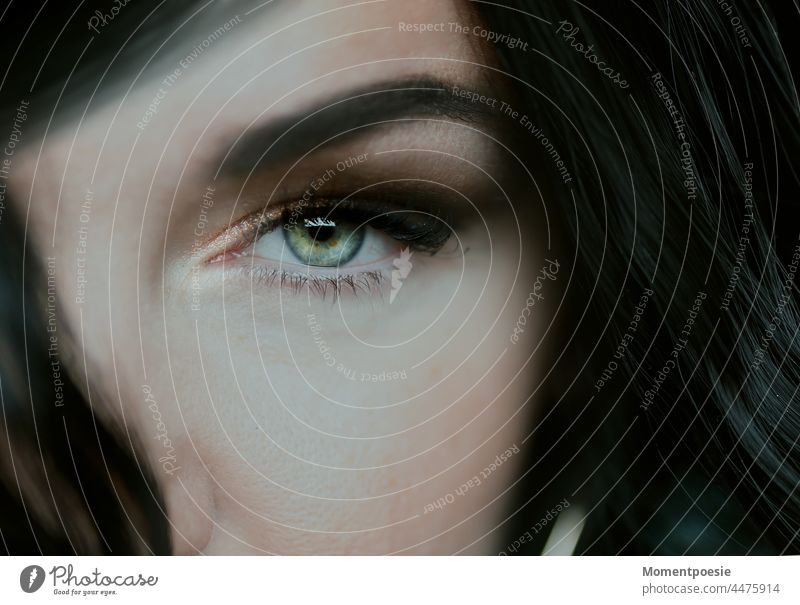 eye Eyes Green Black Dark somber Mysterious Face Looking look sexy Alluring Woman Attractive look into the camera Intensive Make-up Apply make-up Eye shadow
