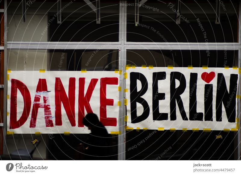 Thank you Berlin and your passers-by Shop window Heart (symbol) Change Vacancy business discontinuation Downtown Prenzlauer Berg Schönhauser Allee Load