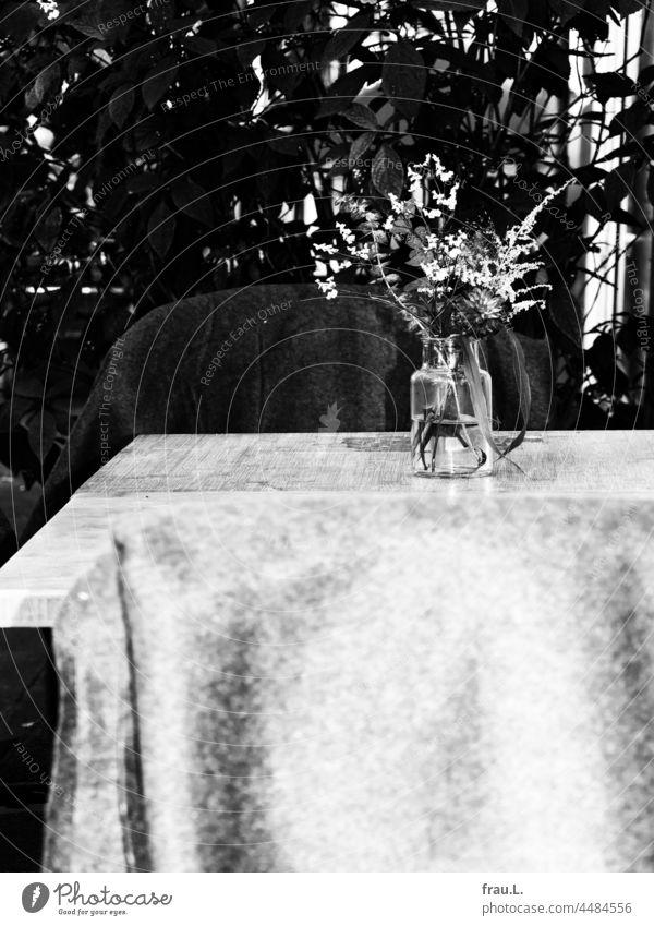 Bistro table Wooden table Chair Wool blanket flowers Vase bush Café Sidewalk café Bakery Bakery shop Bouquet Autumn Town Cozy