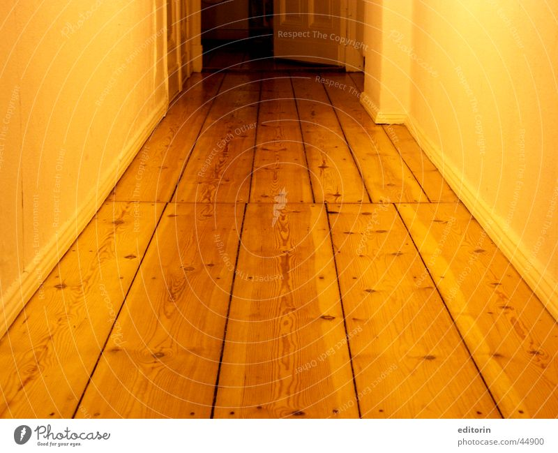 and here the hallway Wood Light Hallway Flat (apartment) Living or residing Life to the kitchen