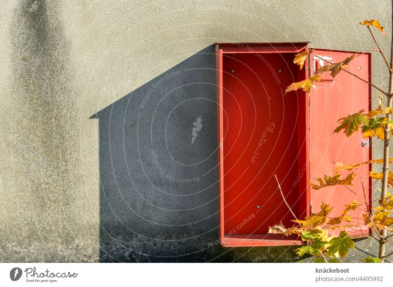 box Box Wall (building) Wall (barrier) Exterior shot Structures and shapes Facade Abstract Shadow Red fire hose Detail House (Residential Structure)