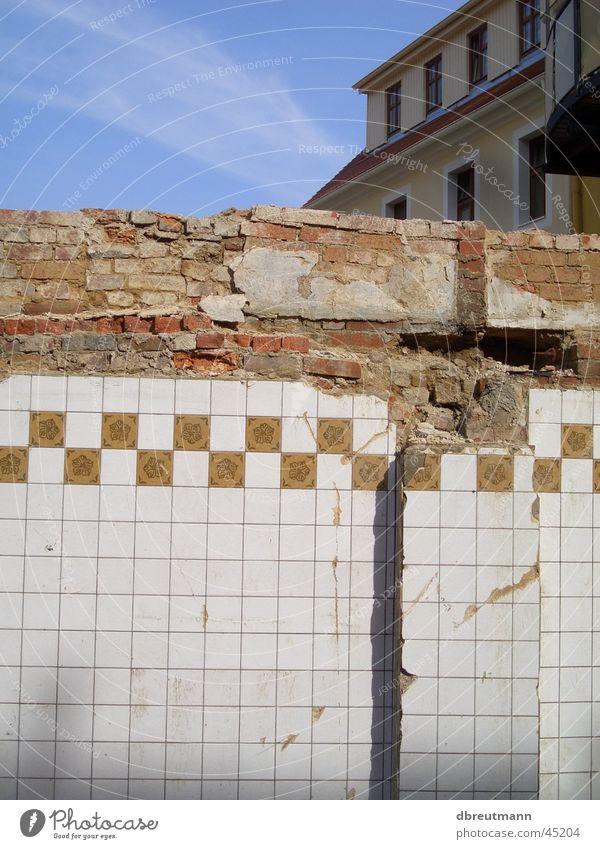 Architecture Dismantling