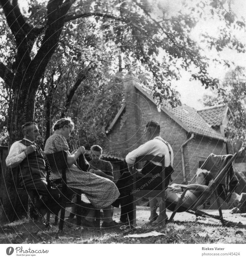 in the garden Woman Man Deckchair Knit Family & Relations Friendship Neighbor Forties Degersen Group Joy Garden Black & white photo
