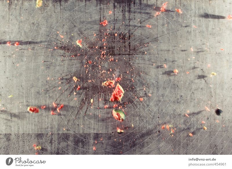 flash Wall (barrier) Wall (building) Aggression Gray Red Melon Explosion Risk of accident Accident Damage Risk of injury Water melon Shatter Colour photo