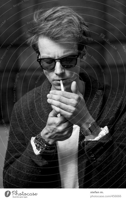 Martin Human being Masculine Young man Youth (Young adults) 1 18 - 30 years Adults Artist Smoking Esthetic Sharp-edged Cool (slang) Black & white photo