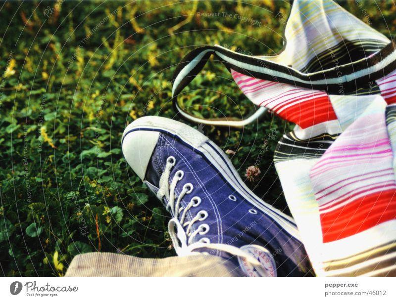 15 min. before soundcheck Chucks Footwear Bag Green Grass Relaxation Lawn Lie