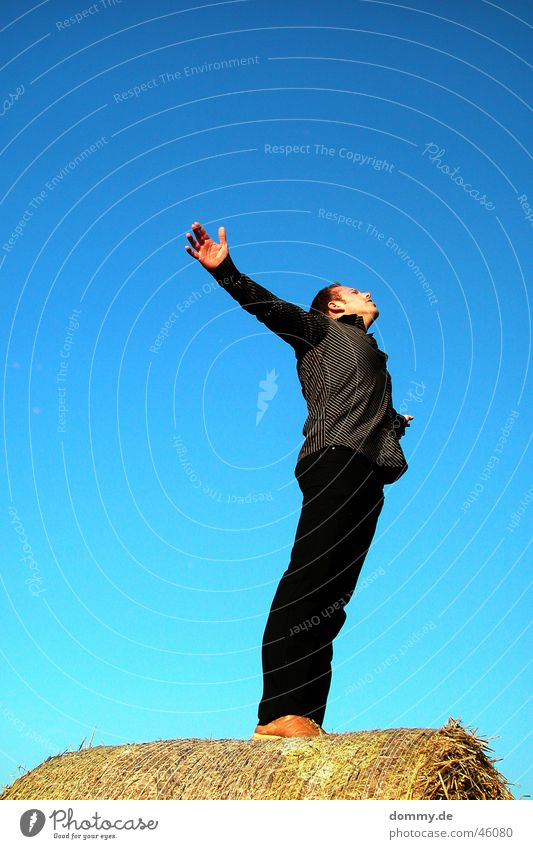 unattached Stand Splay Man Shirt Black Summer Field Hay bale To enjoy Free Arm zdenek Blue Sky Sun Freedom Angel Flying