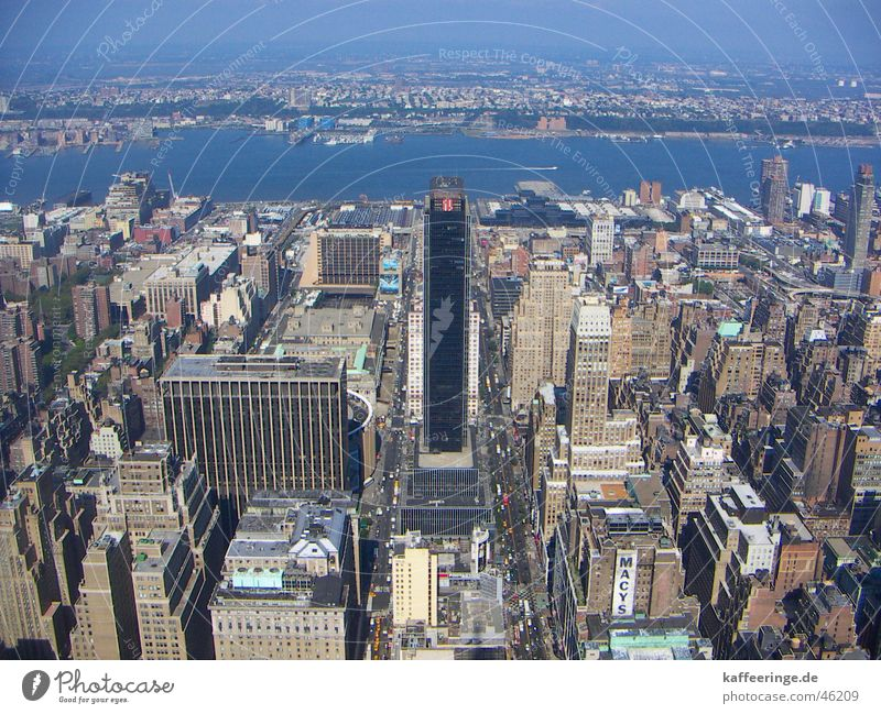 Street Building Concrete Large High-rise Transport Tall USA River Vantage point Americas New York City Manhattan Hudson River Empire State building New Jersey