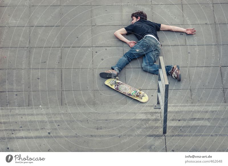 case Lifestyle Sports Human being Masculine Young man Youth (Young adults) Man Adults 1 18 - 30 years To fall Inline skating Skateboard Skateboarding