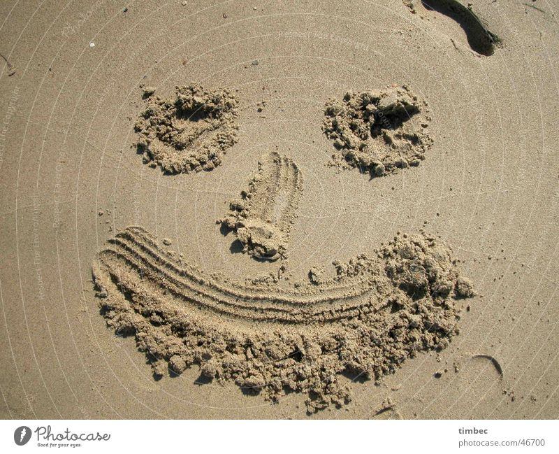 Face 1 Beach Grinning Grain Laughter Sand Painting (action, work) Feet Eyes Mouth Nose Dig Sand painting