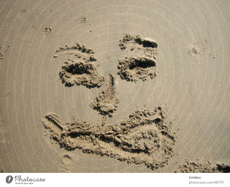 Face 2 Beach Grinning Grain Tongue Stick out Laughter Sand Painting (action, work) Feet Eyes Mouth Nose Dig Sand painting