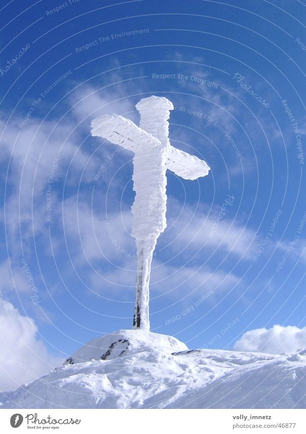 Ice cold summit cross Colour photo Exterior shot Deserted Sunlight Bird's-eye view Front view Upward Freedom Snow Mountain Sky Frost Peak Crucifix Freeze