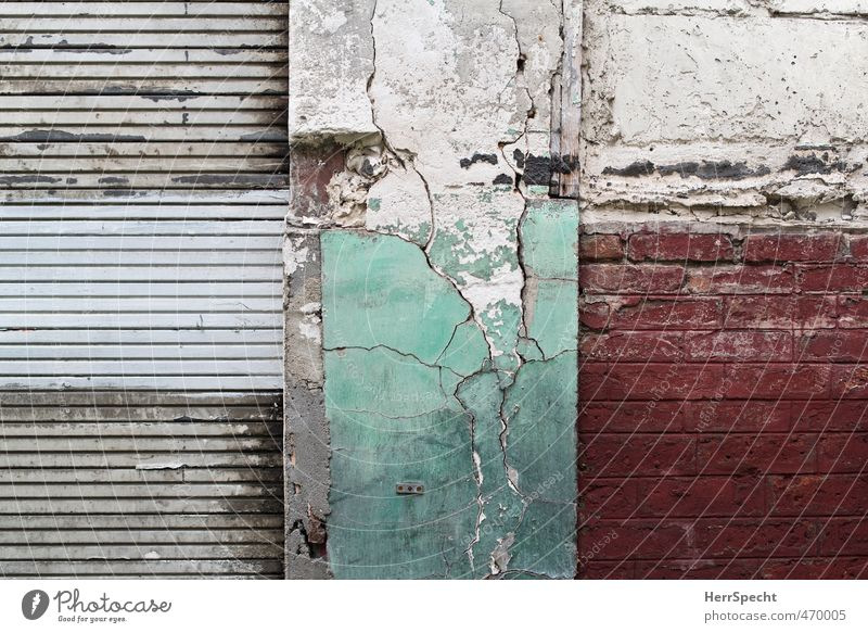 Old Beautiful City Green White Red Wall (building) Dye Wall (barrier) Building Gray Gloomy Poverty Esthetic Broken Manmade structures