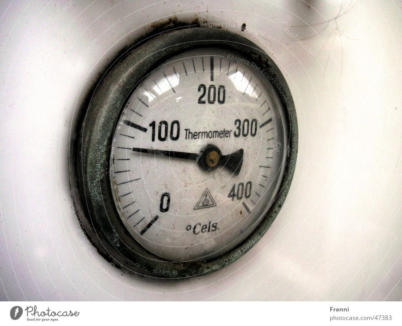 Old Time Clock Display Degrees Celsius Thermometer