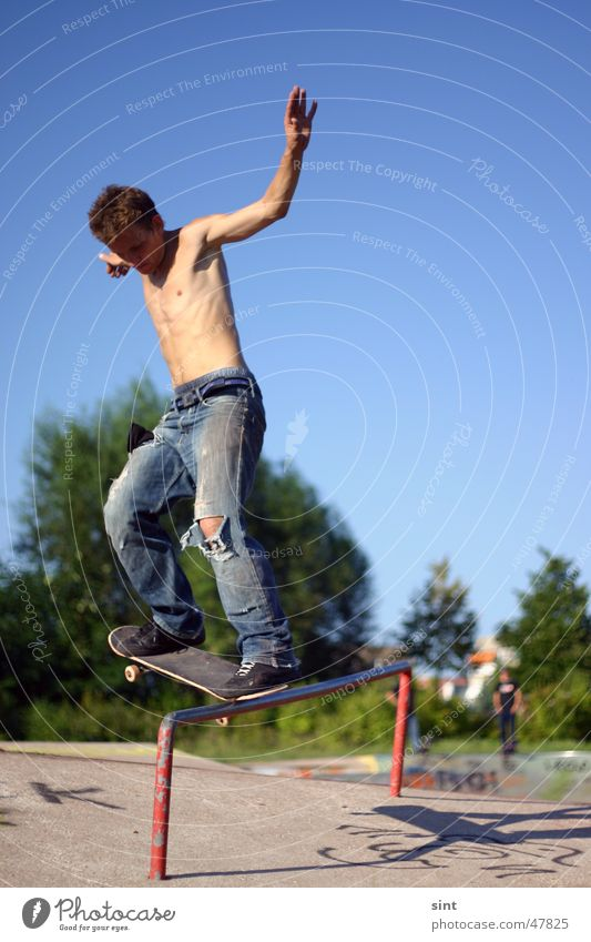 Man Youth (Young adults) Sky Summer Sports Action Dangerous Threat Skateboarding Extreme Blue sky Parkour Funsport Sports ground Extreme sports