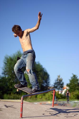 time to skate Skateboarding Summer Man Action Sports Extreme Sky Sports ground Parkour Dangerous Extreme sports Youth (Young adults) Blue sky Men Funsport Guy