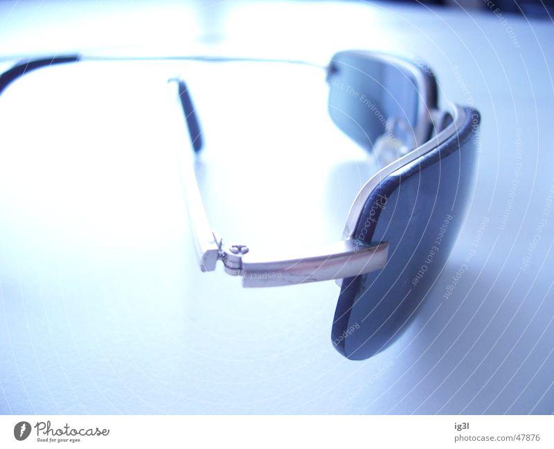 White Bright Glass Eyeglasses Sunglasses Vista Overexposure Tabletop Offset