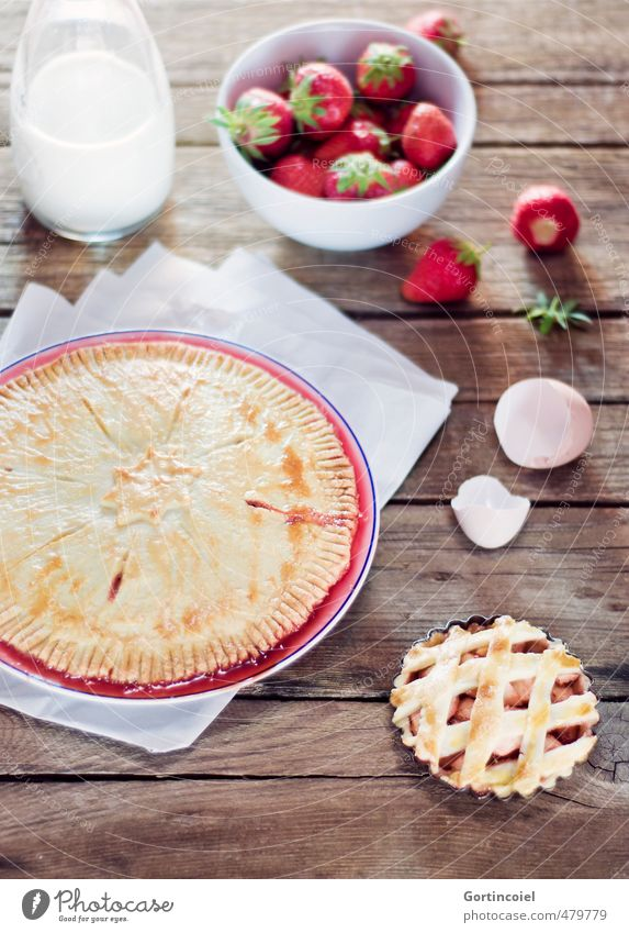 Strawberry Pie Food Dough Baked goods Candy Nutrition Delicious Sweet Cake Gateau Eggshell Milk Food photograph Wooden table Self-made Colour photo