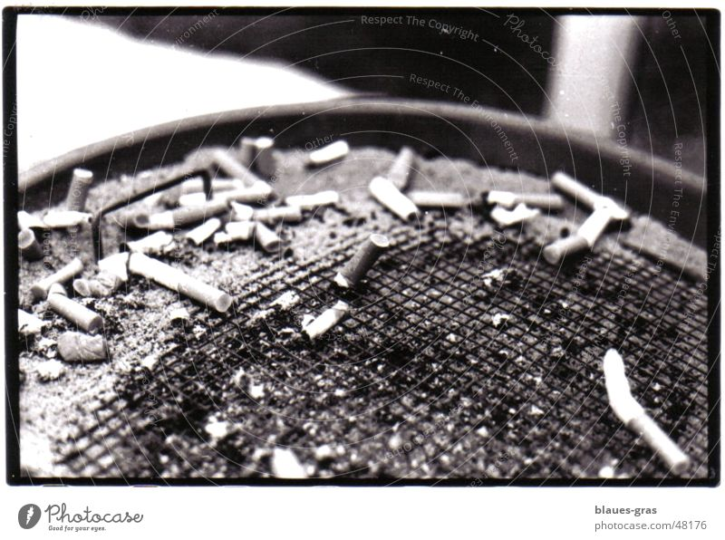 Dirty Multiple Break Stalk Cigarette Ashes Ashtray Semicircle Metal grid Cigarette Butt