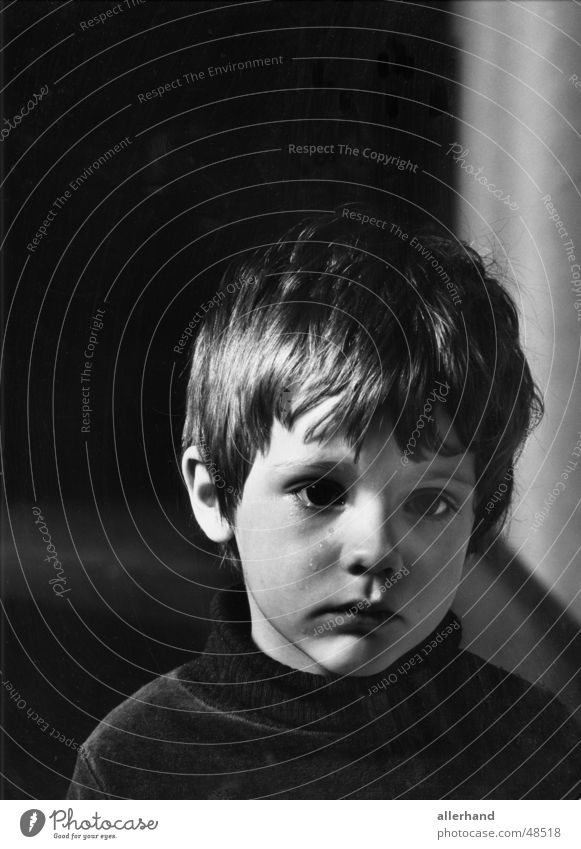Tobias cries Child Human being Grief Loneliness Low-key people in their environment violence against children Parenting Cry Black & white photo