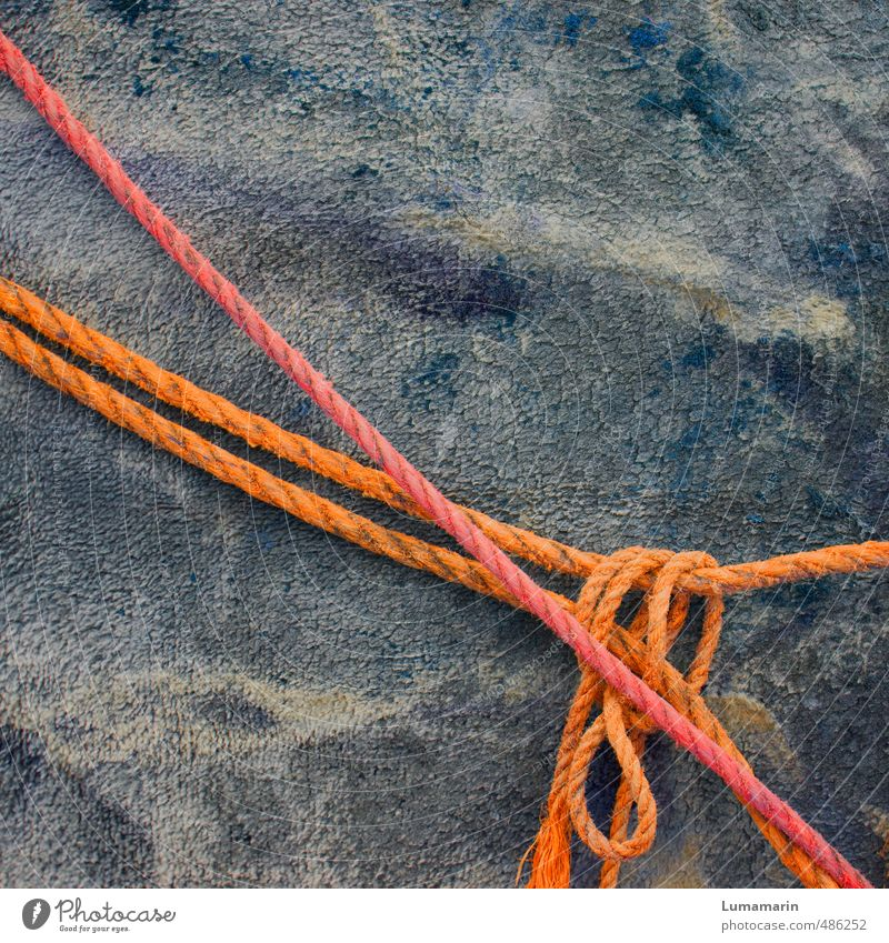 loosely verbandelt Rope Hang Lie Old Simple Long Near Gray Orange Red Relationship Contact Safety Attachment Knot Bow Loop 2 Hold Retentive Connection Fastening