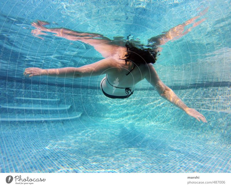 900 | weightless Leisure and hobbies Sports Aquatics Human being Feminine Boy (child) Woman Adults Body 1 30 - 45 years Emotions Moody Swimming pool
