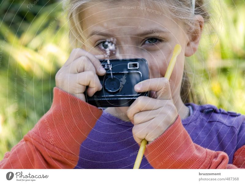 [_ö_] Leisure and hobbies Child Camera Human being Feminine Head 1 8 - 13 years Infancy Film industry Video Drops of water Joy Contact Take a photo Photographer