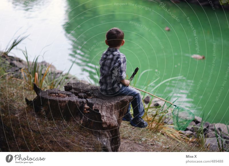 fish Leisure and hobbies Playing Children's game Trip Adventure Human being Masculine Boy (child) 1 3 - 8 years Infancy Nature Coast Lakeside Pond Sit Wait