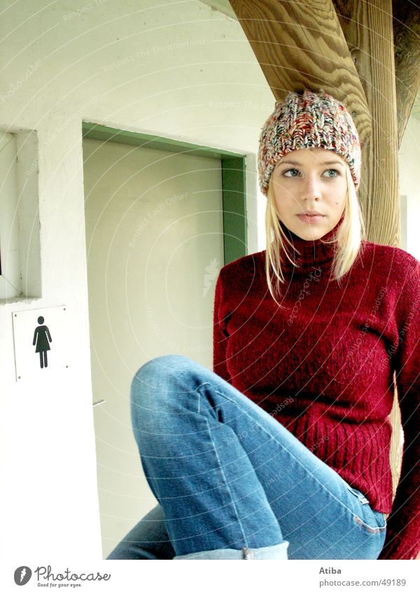 Woman Beautiful Cold Autumn Lake Graffiti Wait Blonde Sweet Toilet Symbols and metaphors Sweater