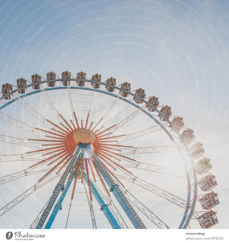O Feasts & Celebrations Oktoberfest Fairs & Carnivals Event Emotions Joy Tourism Ferris wheel Tall Theme-park rides Multicoloured Vantage point Overview Review