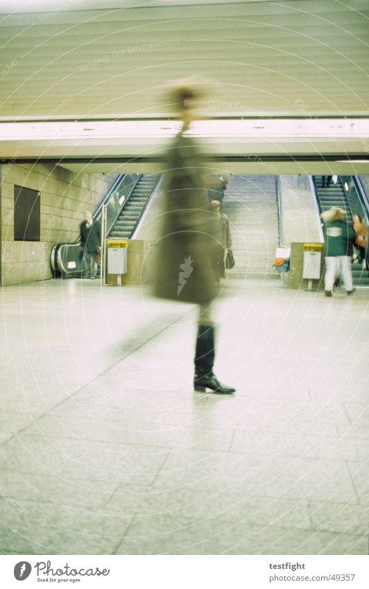 Human being Movement Lighting Railroad Underground Train station Road marking Stuttgart London Underground Commuter trains Escalator Underpass Central station