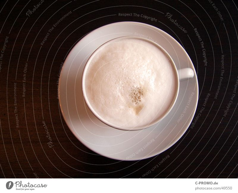 Coffee with milk I :: Café au lait I Hot Delicious Drinking Beverage Break Cup Brown White Wood Table Foam Completed Bird's-eye view Wood flour Gastronomy