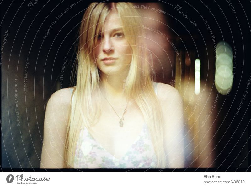 aura Young woman Youth (Young adults) Head 13 - 18 years Child Dress Blonde Long-haired Observe Communicate Looking Esthetic Authentic Exceptional Beautiful