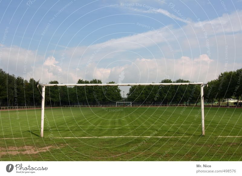 Sky Meadow Sports Grass Line Leisure and hobbies Beautiful weather Soccer Athletic Playing field Grass surface Pole Football pitch Ball sports Soccer Goal
