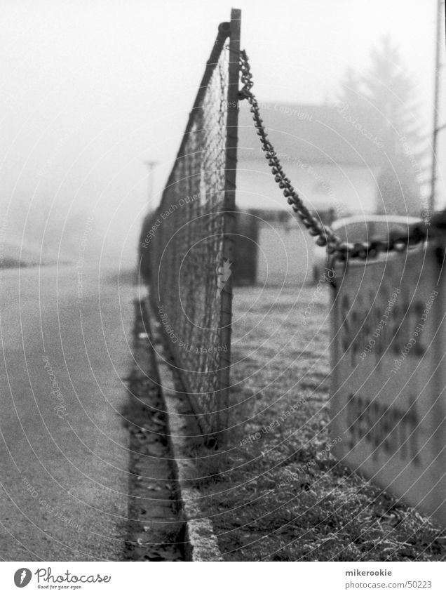 Street Dark Playing Fog Signs and labeling Border Fence Chain Barrier Wire Bans Playground Curbside Exclusion Control barrier Barred